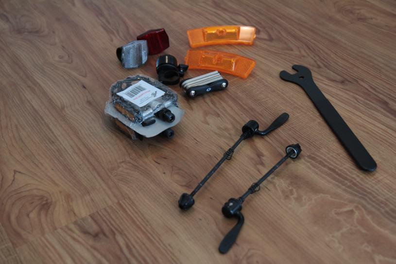 Le set d'accessoires fourni par Wiggle.