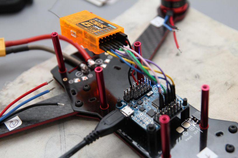Connexion du récepteur radio à la Naze32